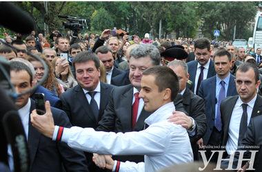 Во Львове Порошенко снялся для селфи