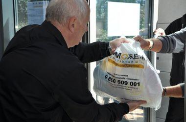 В большое Доброполье Гуманитарный штаб Ахметова привез 9 500 продуктовых наборов для переселенцев