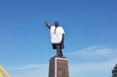 Запорожский Ленин стал патриотом