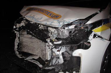 В Киеве пассажирский автобус врезался в машину ГАИ
