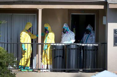Вылечившийся от Эболы американец снова попал в больницу