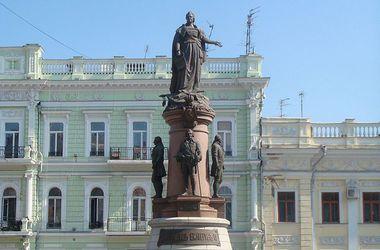В Одессе боятся, что вандалы могут снести памятники Екатерине II и Пушкину