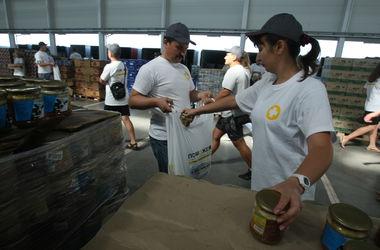 В Донецк привезли гуманитарную помощь