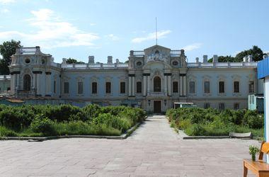 В Киеве может рухнуть Мариинский дворец: в здании обваливаются фасады и протекает крыша