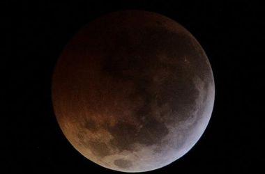 """NASA ведет прямую трансляцию затмения """"кровавой"""" Луны"""