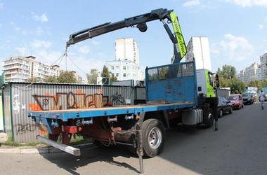 В КГГА рассказали, как заставить торговцев убрать мусор возле ларьков