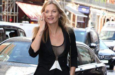Модель Кейт Мосс представила бокал для шампанского в виде своей груди