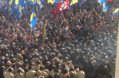 В боях под Верховной Радой пострадали 9 нацгвардейцев, милиция задержала 36 человек