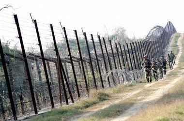 """Яценюк проверит, как строится """"Стена"""" на границе с Россией"""