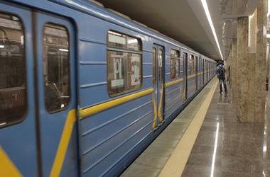 """В центре Киева """"заминировали"""" станцию метро"""