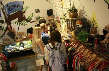 Киевляне продают вещи ради помощи беженцам из зоны АТО