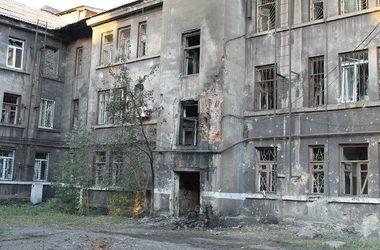 Как живет захваченный террористами Енакиево: огонь, смерть и разруха