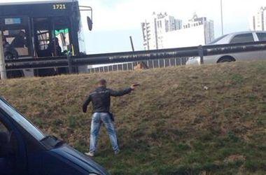 В Киеве вооруженная группировка препятствует демонтажу незаконных ларьков