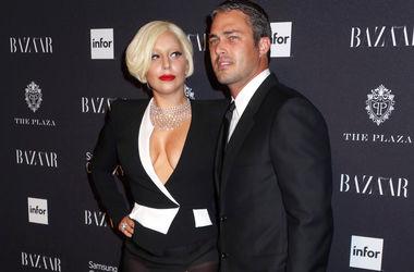 Леди Гага призналась, что ее жених плачет, когда она поет