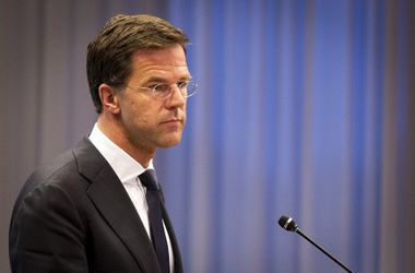 """Премьер Нидерландов призвал Путина помочь в расследовании крушения """"Боинга-777"""""""