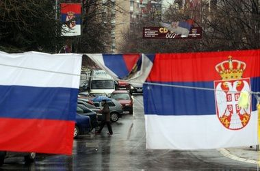 """ЕС предостерегает Сербию от тесной """"дружбы"""" с Россией"""