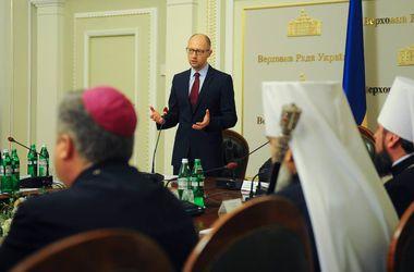 """Комитет защиты финансовых прав потребовал вызвать Яценюка """"на парламентский ковер"""""""