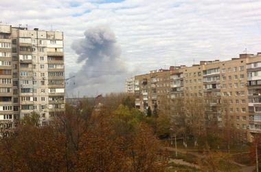 Донецк сотряс мощнейший взрыв, над гором зависло огромное облако дыма