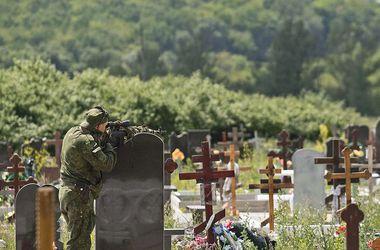 """В донецких моргах - огромные очереди, а на кладбищах делают """"заготовки"""" для боевиков """"ДНР"""""""