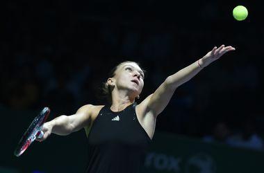Симона Халеп выиграла у Эжени Бушар на Итоговом чемпионате WTA