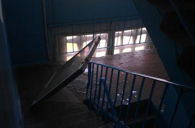 Донецк сотрясается от взрывов, снаряды летят в жилые дома