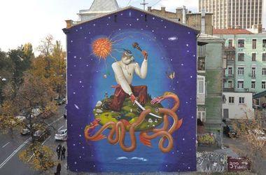 Как на доме в центре Киева выглядит новое граффити от Interesni Kazki