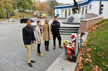 """Делегация """"Легии"""" возложила цветы к мемориалам погибшим на Майдане"""