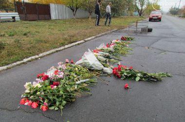9 дней со дня трагедии в поселке Сартана: дорогу, где погибли люди, устелили цветами