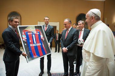"""Футболисты """"Баварии"""" встретились с Папой Римским в Ватикане"""