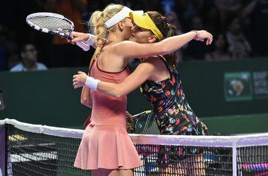 Каролин Возняцки обыграла Агнешку Радваньску на Итоговом турнире WTA