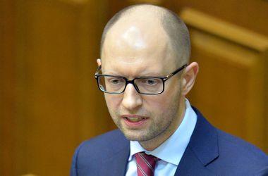 Яценюк - о снижении цен на бензин: Я сел на телефон и звонил ключевым операторам рынка