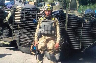 """Десантнику-""""киборгу"""", который спас сослуживцев ценой собственной руки, нужна наша помощь"""