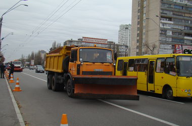 В Киеве проверили снегоуборочные машины и трактора
