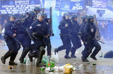 """Французская полиция применила против фанатов """"Эвертона"""" слезоточивый газ"""