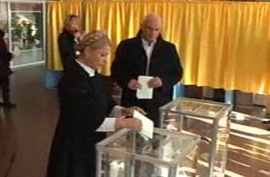Юлия Тимошенко проголосовала в Днепропетровске