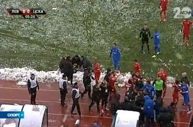 Наставник ЦСКА потерял сознание после того, как в него попали снежком