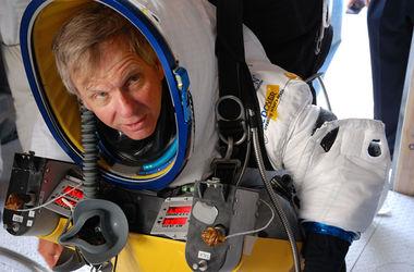 Алан Юстас прыгнул с высоты 41 км и побил рекорд Баумгартнера