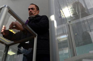 В Херсонской области сейф с бюллетенями открывали топором