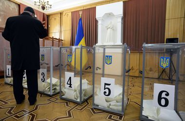 На избирательных участках в воскресенье умерли три избирателя - Минздрав