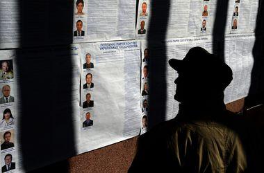 Под Киевом мужчина агитировал за кандидата в день выборов
