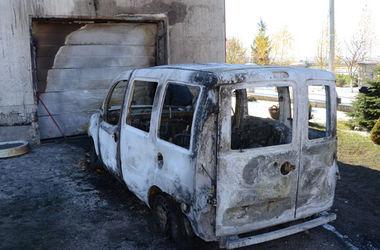 В Тернопольской области сожгли машину волонтера, который возил помощь в АТО