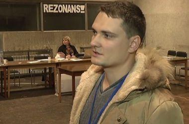 На скандальном 59-м округе в Донбассе целый день похищали наблюдателей и обнаружили гранату