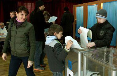 Киевляне шли на выборы в Верховную Раду целыми семьями