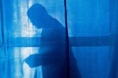"""В Днепропетровске гражданин РФ требовал выдать ему бюллетень, потому что """"в душе он украинец"""""""
