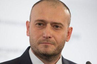 По данным трех экзит-полов, Дмитрий Ярош проходит в парламент