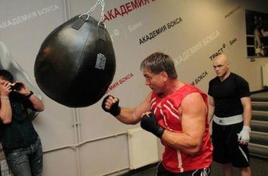 Промоутер Маскаева отказался организовывать бои 45-летнему боксеру