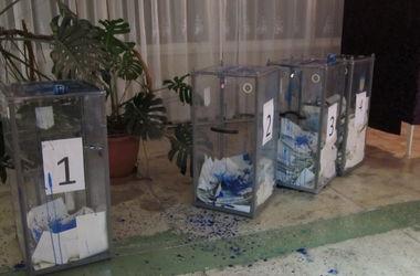 В Днепропетровске в избирательные урны вылили чернила
