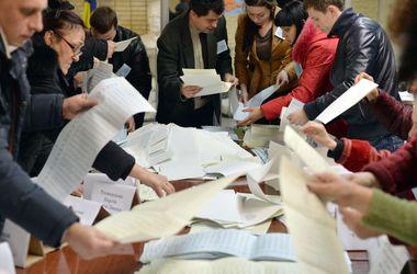 """ЦИК обработал 10% бюллетеней: радикалы Ляшко """"выпали"""" из тройки лидеров"""