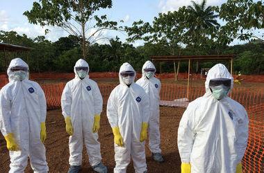 """В США медики """"прогуливают"""" работу, боясь заразиться вирусом Эбола"""