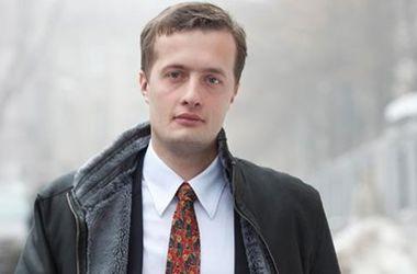 Сын Порошенко уверенно лидирует в своем округе